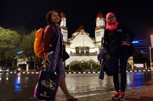 lawang sewu sewaktu aku dan @puteriiih pulang dari dieng, 2014 foto di samping tugu muda