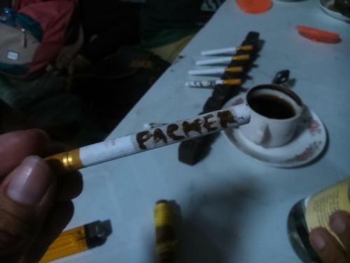 rokok yang sudah dileleti kopi