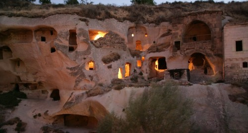 gamirasu cave hotel (pic from koolroom.com)