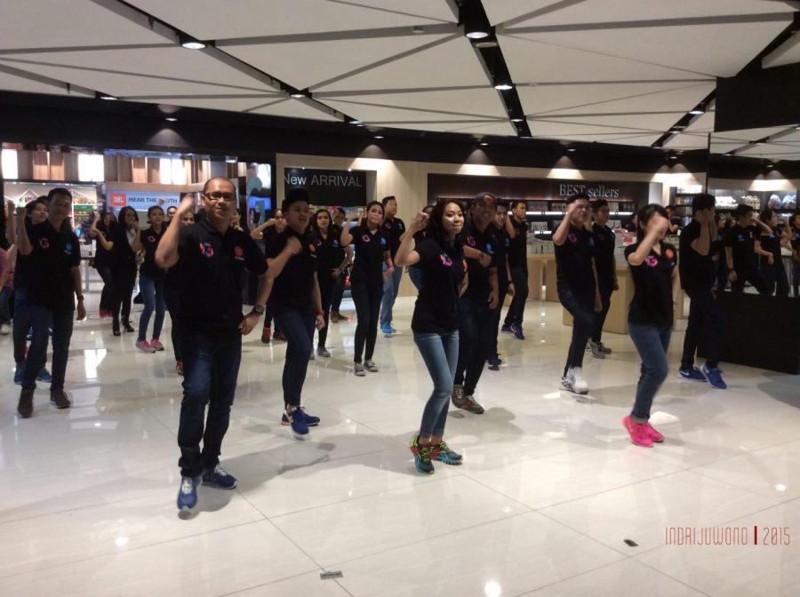 dance sore oleh karyawan gramedia
