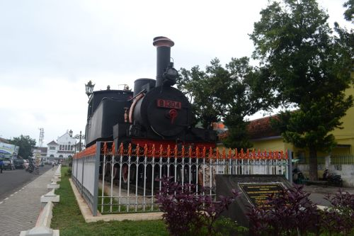 lokomotif hitam sebagai simbol