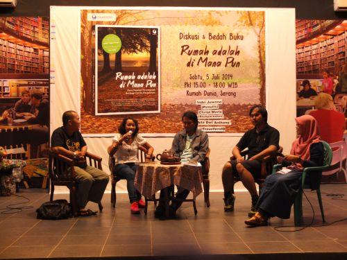 diskusi tentang perjalanan di auditorium (foto : felicia)