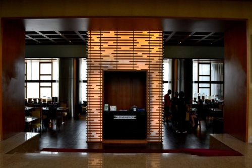reception restoran di bagian tengah