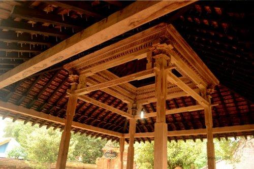 struktur atap empat tiang