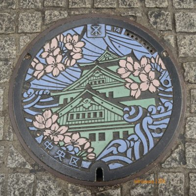 manhole cover di OSAKA, berlambang Osaka Castle