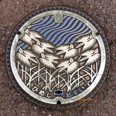 manhole cover HIMEJI, dengan lambang burung