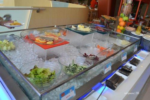 buffet buah dan salad
