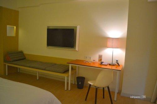 mini bed di depan main bed