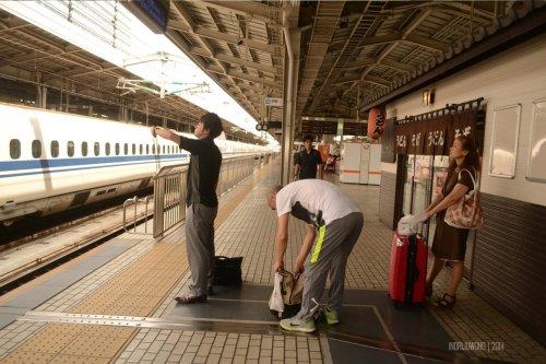 koper tetap berdiri  setelah susah payah diangkat ke atas.