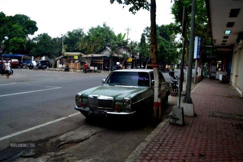 16-blitar-mobil-parkir