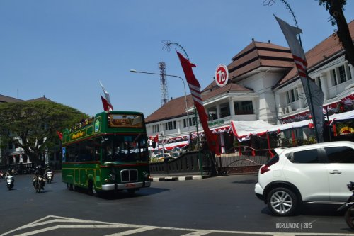 start trip in front of tugu hotel