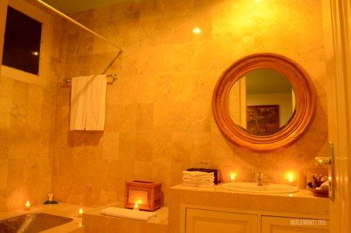 kamar mandi dengan bathub logam