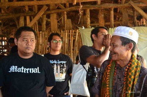 bapak sabaruddin, petani tembakau yang sukses (in frame : dhani, ayos, dede)