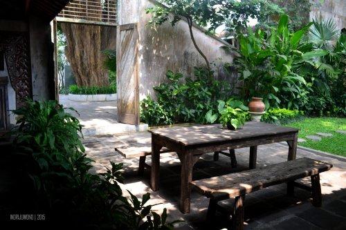 meja kebun, bisa digunakan untuk romantic dinner