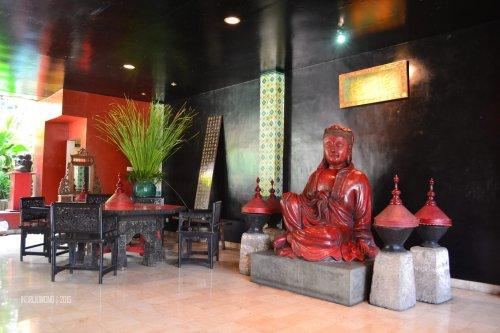 patung buddha di ruang mongolia