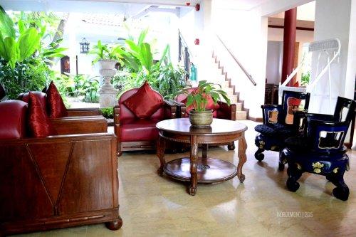 ruang tunggu dekat koridor kamar
