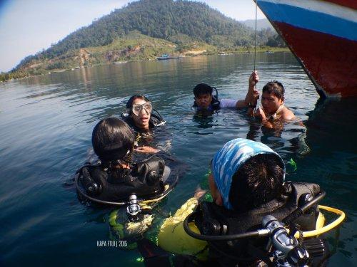 18-mandeh-sumatera-barat-laut-boeloengan-dive-under-water