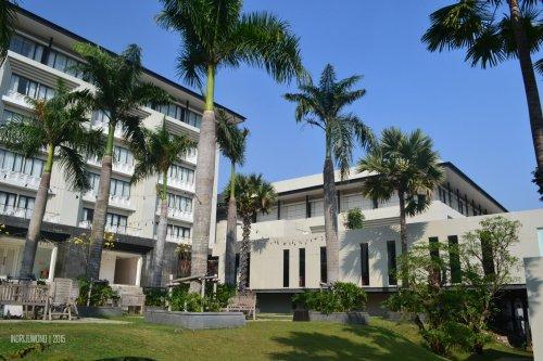 bangunan bernuansa tropis