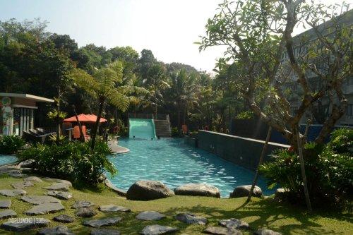 kolam dan perosotan