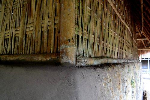 11-sembalun-lawang-desa-adat-beleq-blek-dinding-lantai-rumah