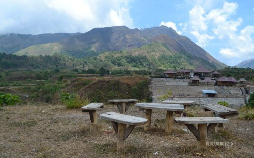12-nauli-bungalow-sembalun-lombok-sitting-groups