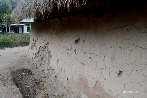 12-sembalun-lawang-desa-adat-beleq-blek-lantai-rumah