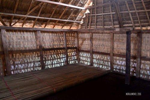 14-sembalun-lawang-desa-adat-beleq-blek-dalam-rumah-interior