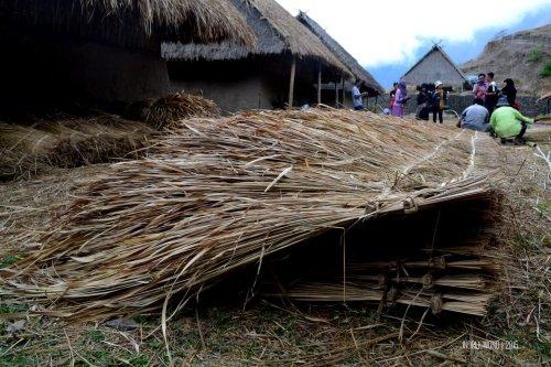 18-sembalun-lawang-desa-adat-beleq-blek-atap-ilalang-rumah