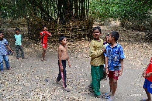 3-sembalun-lombok-anak-anak-bermain-bola