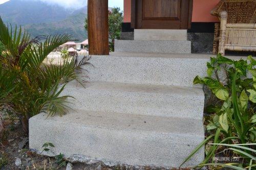 8-nauli-bungalow-sembalun-lombok-tangga-teraso