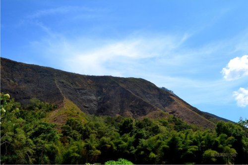11-bukit-pergasingan-dari-bawah-desa
