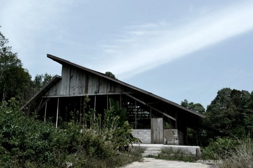 gereja kayu beratap jengki