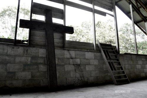 tanda salib yang ditinggalkan