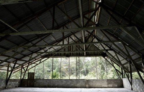 struktur atap gereja bentang lebar dari rangka batang
