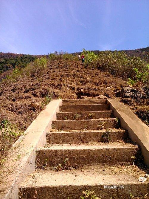 2-bukit-pergasingan-peringatan-tangga-awal-mendaki