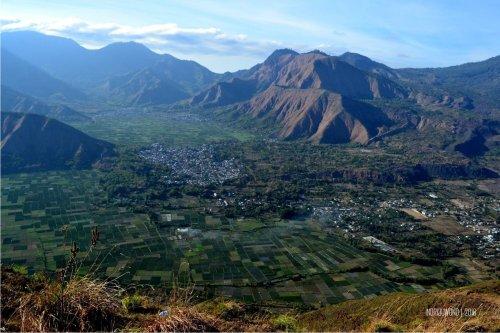 6-bukit-pergasingan-desa-sembalun-dari-puncak-bukit