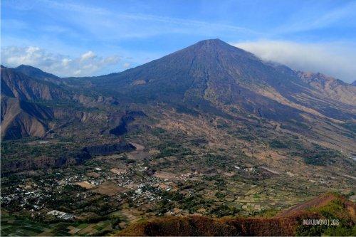 7-bukit-pergasingan-desa-sembalun-dari-puncak-bukit-another-view