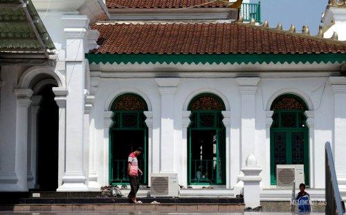 13-jembatan-ampera-pintu-masjid-agung-palembang
