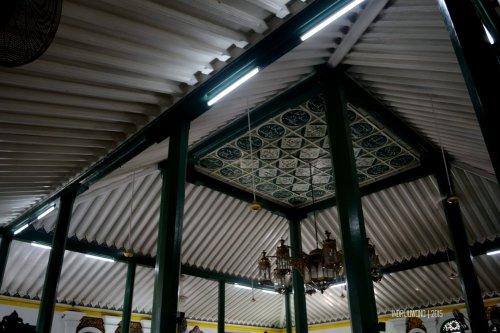 14-jembatan-ampera-interior-masjid-agung-palembang