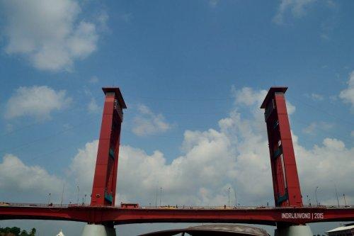 18-musi-rumah-kayu-seberang-ulu-jembatan-ampera