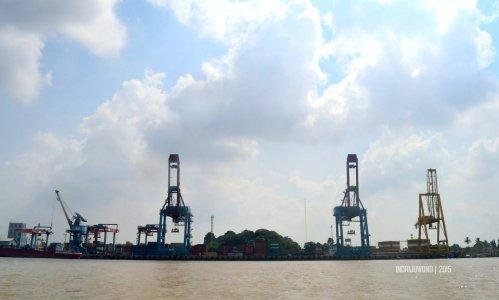 23-sungai-musi-kapal-container-field-pupuk-sriwijaya