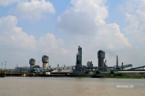 27-sungai-musi-kapal-pabrik-pupuk-sriwijaya