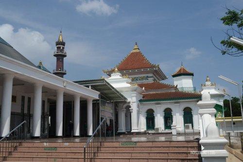 9-jembatan-ampera-masjid-agung-palembang