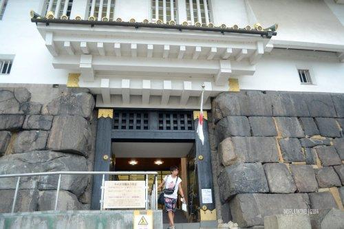 1-osaka-castle-gate