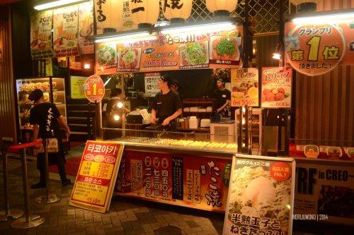 26-dotonbori-osaka-nightlife-takoyaki