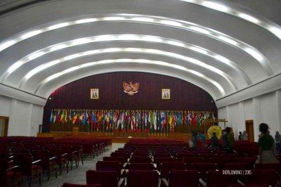 interior ruang konferensi asia afrika
