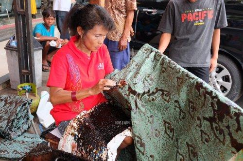 14-batik-tulis-trusmi-pengrajin-cirebon