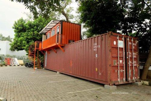 2-orange-resto-bogor-container