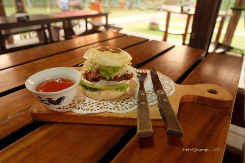 20-orange-resto-bogor-bakpao-burger
