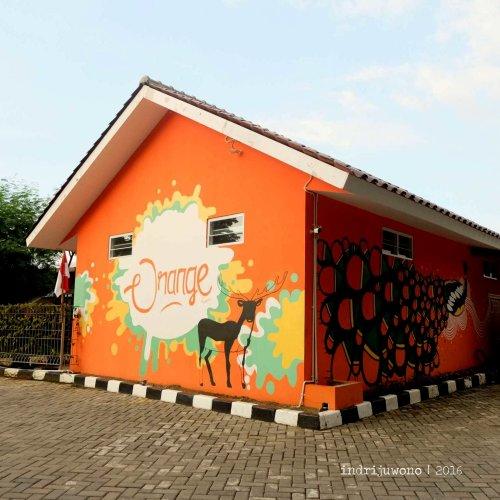 3-orange-resto-bogor-bangunan